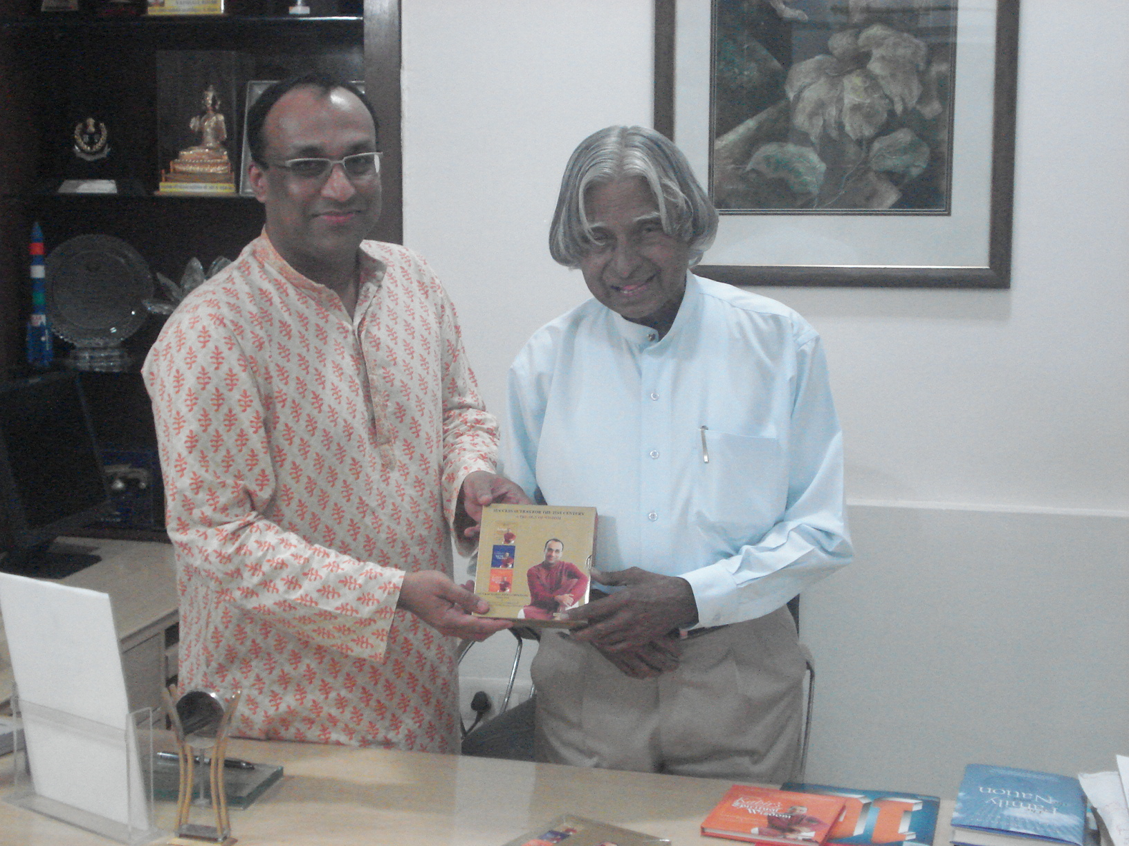 Pavan Choudary presents first copy of Trilogy of Wisdom to DrAPJAbdulKalam (Former President of India) (2)